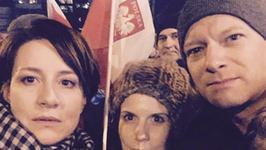 Maja Ostaszewska znów protestuje pod Sejmem. Tym razem z Maciejem Stuhrem