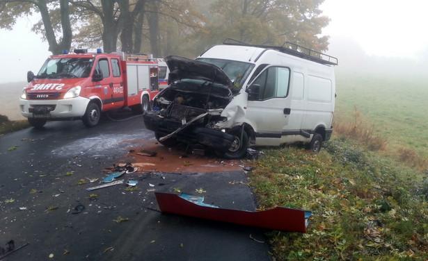Miejsce wypadku, do którego doszło na drodze wojewódzkiej nr 592 między miejscowościami Sterławki Wielkie i Piękna Góra pod Giżyckiem.