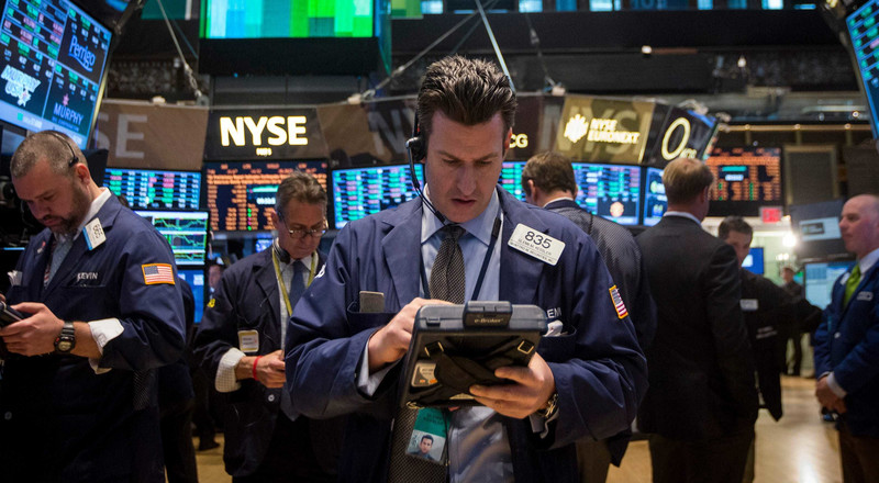 US stocks slide as disappointing bank earnings prompt end-of-week sell-off