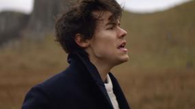 """Harry Styles prezentuje teledysk do """"Sign of the Times"""""""