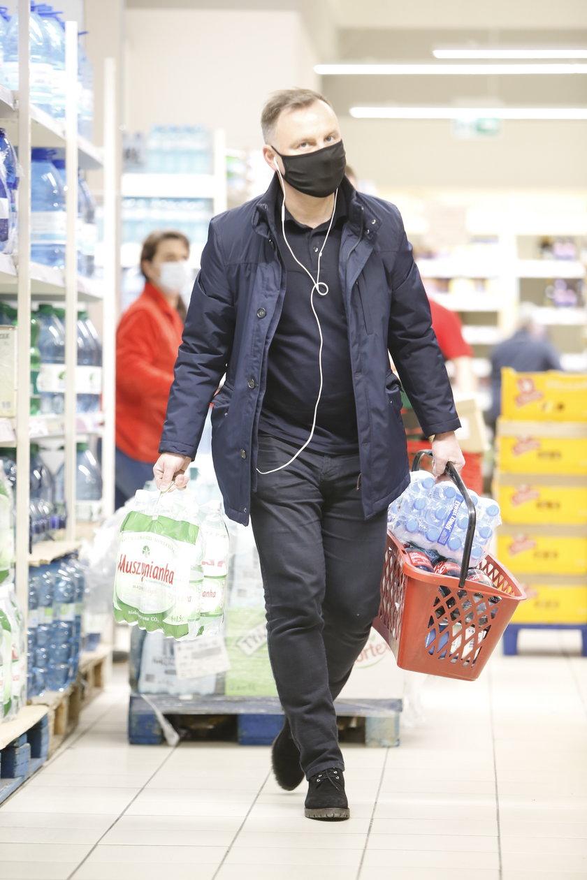 Prezydent Duda (48 l.) wybrał się na zakupy do jednego ze sklepów popularnej francuskiej sieci.