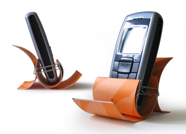 Operator telekomunikacyjny nie może rozwiązać umowy bez wcześniejszego powiadomienia ani pobierać opłaty za ponowne podłączenie do sieci.