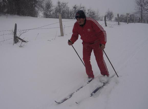 Dve godine zaredom Ilija je bio državni prvak u nordijskom skijanju, a posle je bio regrutovan u gardu