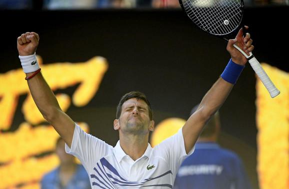 Novak Đoković slavi prolazak u osminu finala nakon duela sa Denisom Šapovalovim