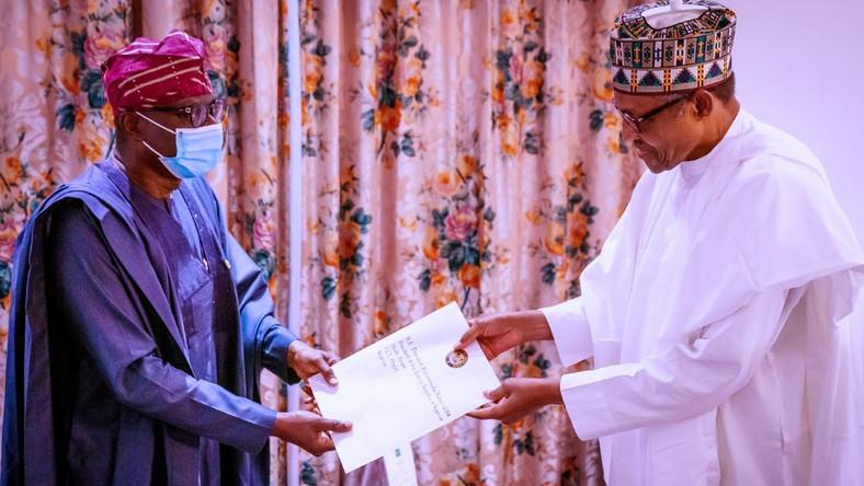 Lagos State governor, Babajide Sanwo-Olu (left), and President Muhammadu Buhari (right) [Twitter/@jidesanwoolu]