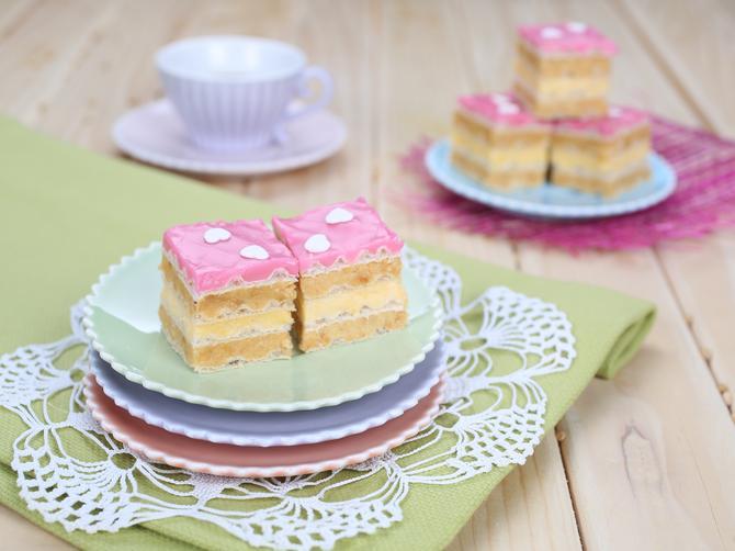 NOVI SITNI KOLAČI: 5 recepata za moderan ukus na svečanoj trpezi