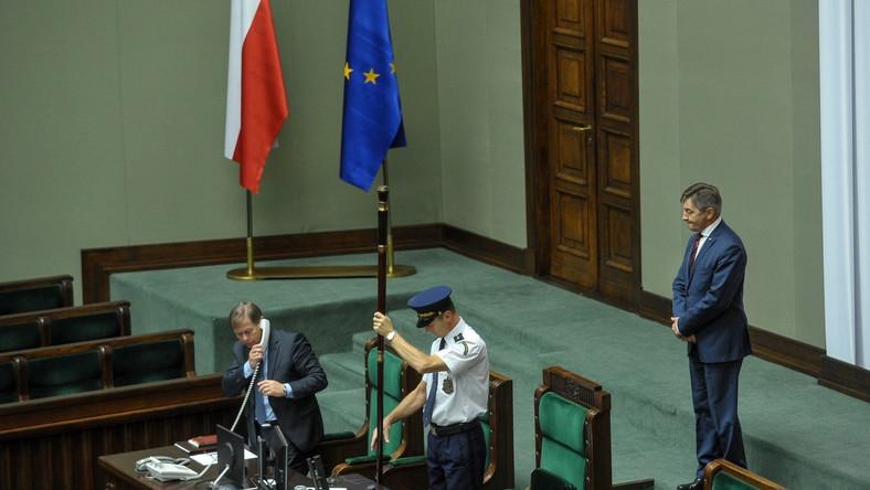 Marszałek Sejmu Marek Kuchciński na sali sejmowej