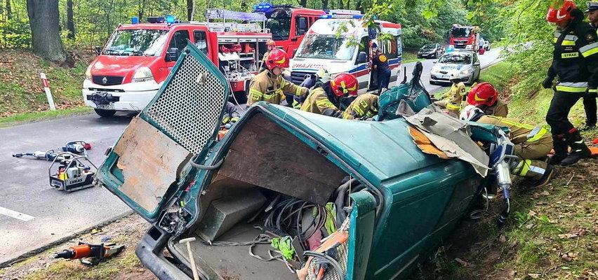 Potworny wypadek pod Rawą Mazowiecką. Czwarta ofiara zmarła w szpitalu