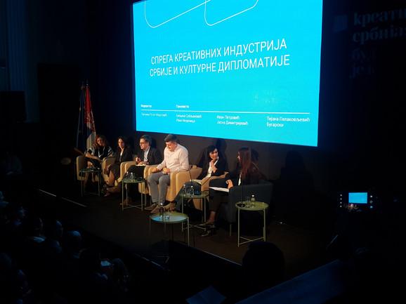 Biljana Srbljanović: Mladima u Srbiji teško do šanse