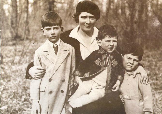 U mladosti je odbila da dojkinja hrani njenu decu, a krajem života, u okolini Londona, sama je vodila domaćinstvo