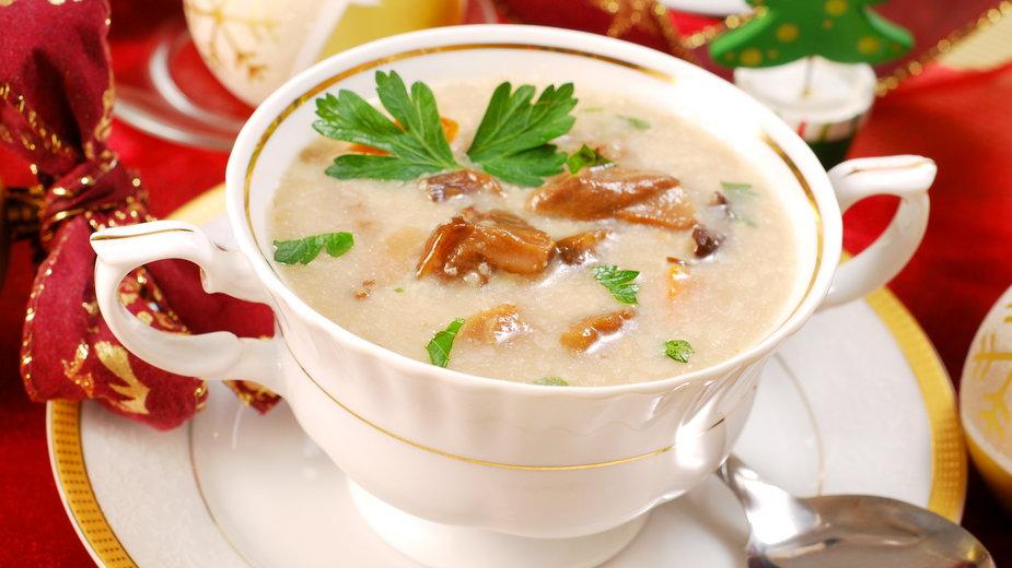 Zupę grzybową można przygotować z suszonych lub mrożonych grzybów - teressa/stock.adobe.com