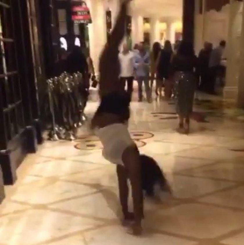 Hotelowe szaleństwo Sereny Williams. WIDEO