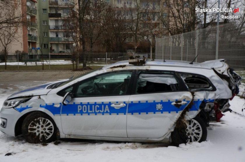 Wjechał w radiowóz, ranni policjanci