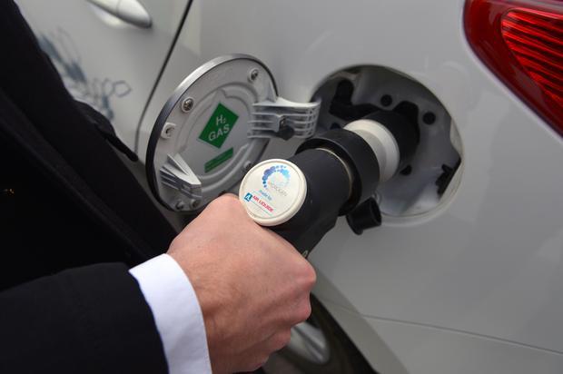 Tankowanie wodorem pozornie niewiele różni się od tankowania benzyną