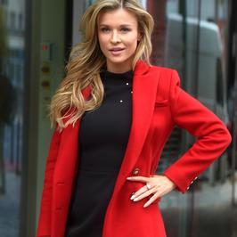 """Joanna Krupa w czerwonym płaszczu. Pod studiem """"Dzień dobry TVN"""" wyglądała naprawdę bosko!"""