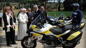 Motoryzacyjny prezent dla papieża