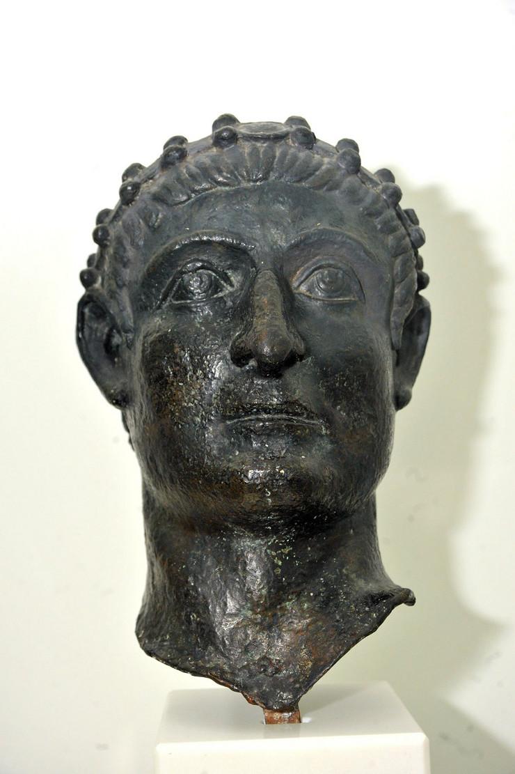 NIS16 Portet cara Konstantina deo statue u prirodnoj velicini koji je nadjen u Nisu foto Kostadin Kamenov