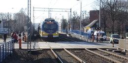 Makabra w Gdańsku! Młoda kobieta rzuciła się pod pociąg