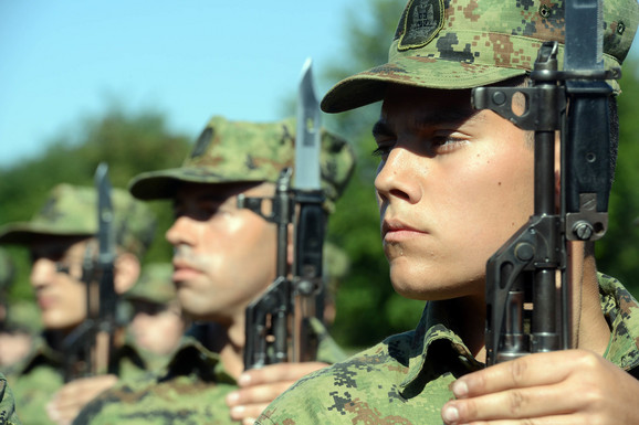Za služenje vojnog roka se u anketi najviše zalažu mlađi od 30 godina