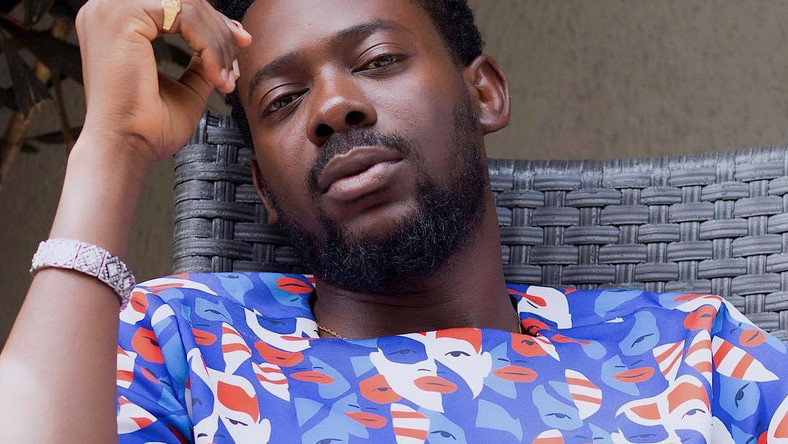 Adekunle Gold's father, Prince Hakeem Kosoko, has been buried in Lagos [Instagram/AdekunleGold]