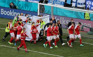 Duński piłkarz zasłabł podczas meczu z Finlandią. UEFA: Został przetransportowany do szpitala, a jego stan jest stabilny