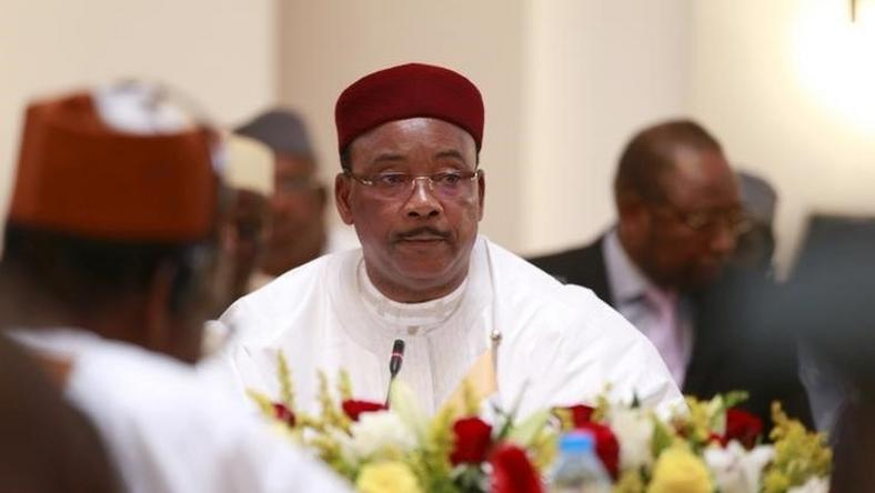 Niger's President Mahamadou Issoufou attends Summit of Heads of State and Governments of the Lake Chad Basin Commission (LCBC) at the presidential wing of the Nnamdi Azikiwe International Airport Abuja, Nigeira June 11, 2015. REUTERS/Afolabi Sotunde