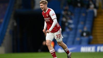 Smith Rowe signs new long-term deal with Arsenal