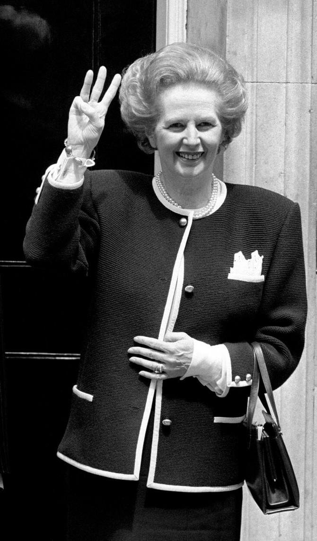 Premijerka Margaret Tačer 1987. sa malom čvrstom tašnom