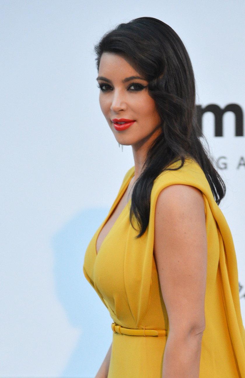 Kim Kardashian w żółtej sukience