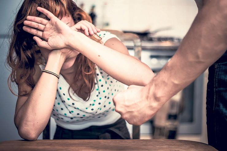 žena nasilje