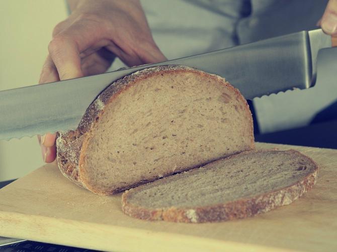 I vi ovako sečete hleb?