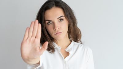 12 skutecznych strategii na to, jak sobie radzić z toksycznymi osobami