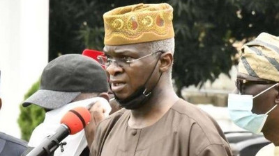Twitter is laughing at Fashola for picking up a camera at scene of Lekki shooting