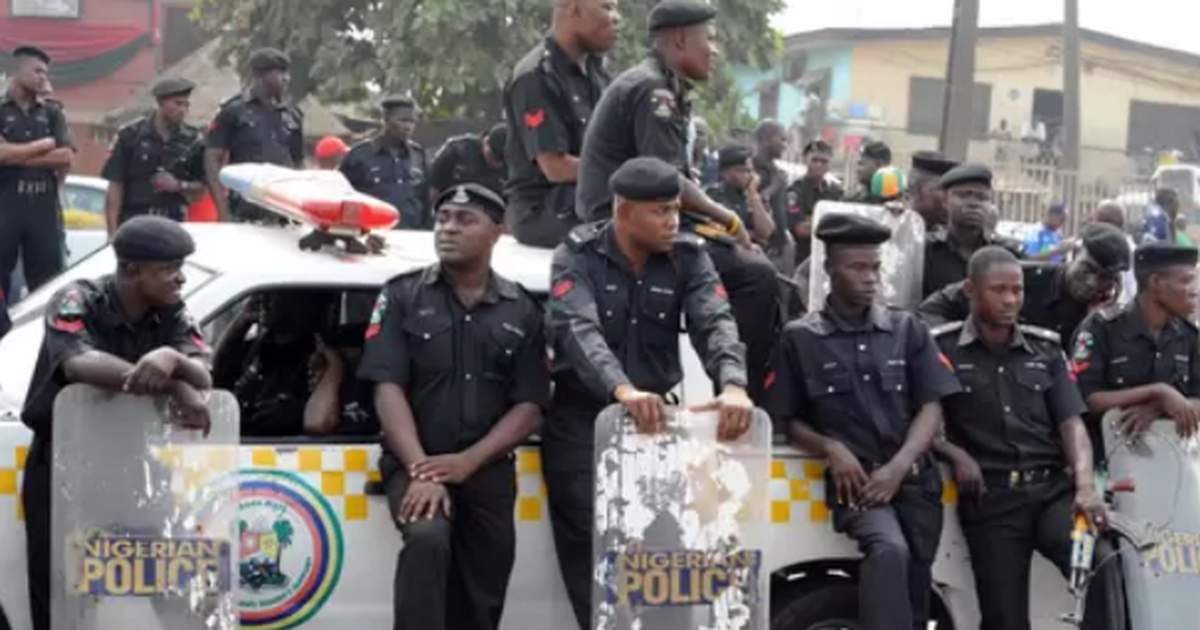 Enugu police command nabs 2 armed robbery suspects, recover gun, cash - Pulse Nigeria