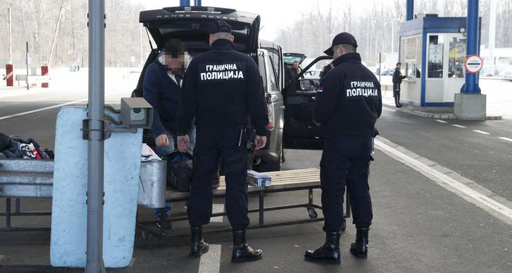 Policajci na granicnim prelazima dobili nove uniforme