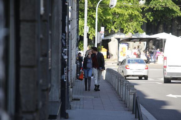 PRŠTALI POLJUPCI NASRED ULICE Danijela i Ivan ZALJUBLJENI DO UŠIJU, evo u kojoj situaciji smo ih uhvatili u centru grada
