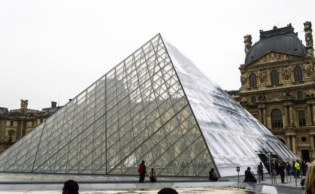 Uzbrojony w maczetę mężczyzna, który w piątek rano chciał wejść do paryskiego Luwru i został postrzelony przez francuskich żołnierzy, jest Egipcjaninem