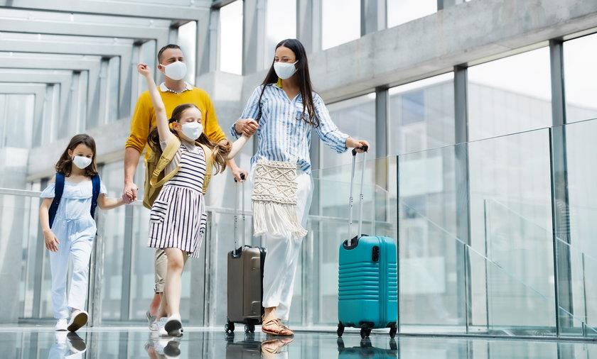 Wakacje w czasie pandemii. Warto zadbać o certyfikat COVID, dzięki temu unikniemy kwarantanny w czasie podróży.