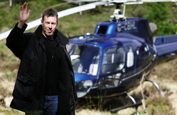 173835_colinmcraearrivesbyhelicopterafterflyinghimselftothetrossachsnearcallanderforthe2006countysaabscottishrallypreviewday9512562501
