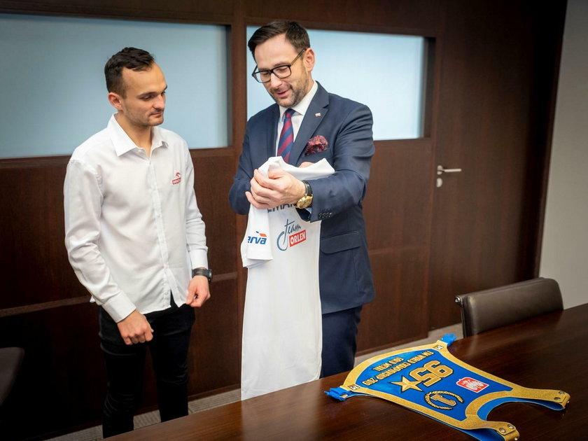W miniony czwartek(27 lutego) Bartosz Zmarzlik (25 l.) podpisał umowę sponsorską z grupą Orlen
