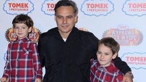 """Jan Wieczorkowski z synami na premierze filmu """"Tomek i Przyjaciele: Wyprawa poza wyspę Sodor"""""""
