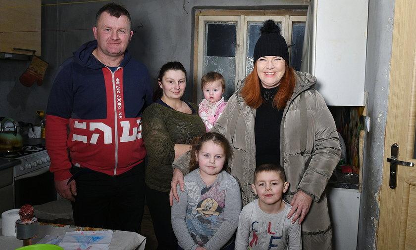 """Ekipa programu """"Nasz nowy dom"""" wyremontowała dom pana Roberta i jego rodziny."""