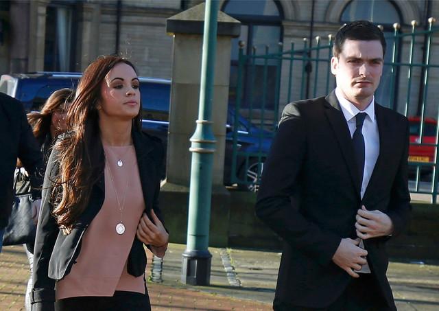 Adam Džonson stiže na suđenje