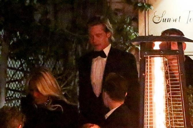 Bred pit izlazi iz istog hotela gde je bila Dženifer