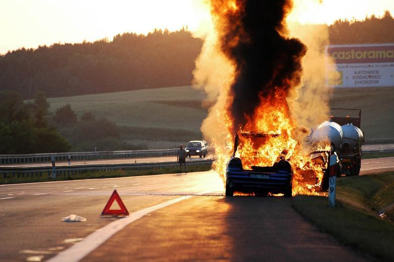W przypadku większych pożarów sprawa jest skomplikowana. Od którego auta zaczął się ogień? Czy doszło do podpalenia?