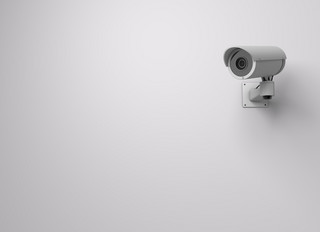 Mąż zainstalował ukrytą kamerę, by kontrolować żonę. Sąd: Kobieta nie powinna niszczyć sprzętu