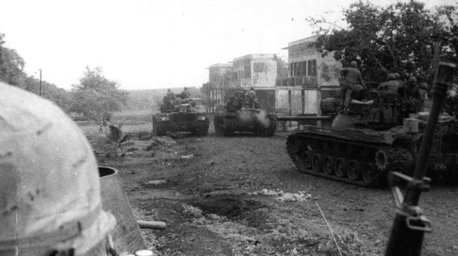 Amerykańskie czołgi na terenie Kambodży przy granicy z Wietnamem, maj 1970 roku (domena publiczna)