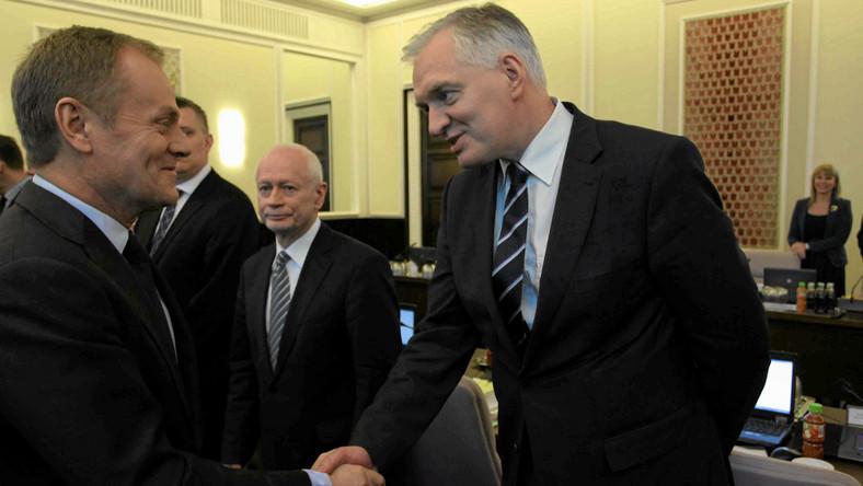 Tusk odpiera zarzuty Gowina