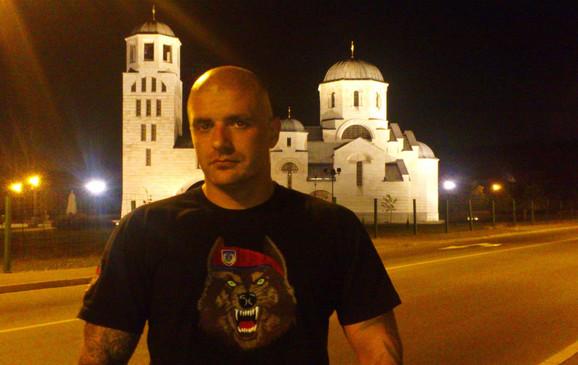 Predrag Ćosović je na svom Fejsbuk profilu postavio fotografiju na pali Kuran