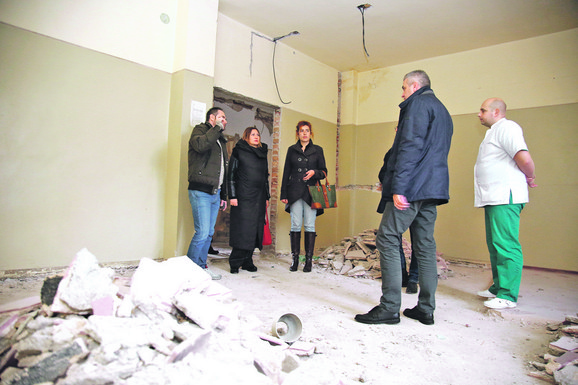 Sada je sve razrušeno, ali će za mesec i po dana sve izgledati potpuno drugačije, biće tu osam modernih i udobnih soba, pet sanitarnih čvorova, trpezarija...
